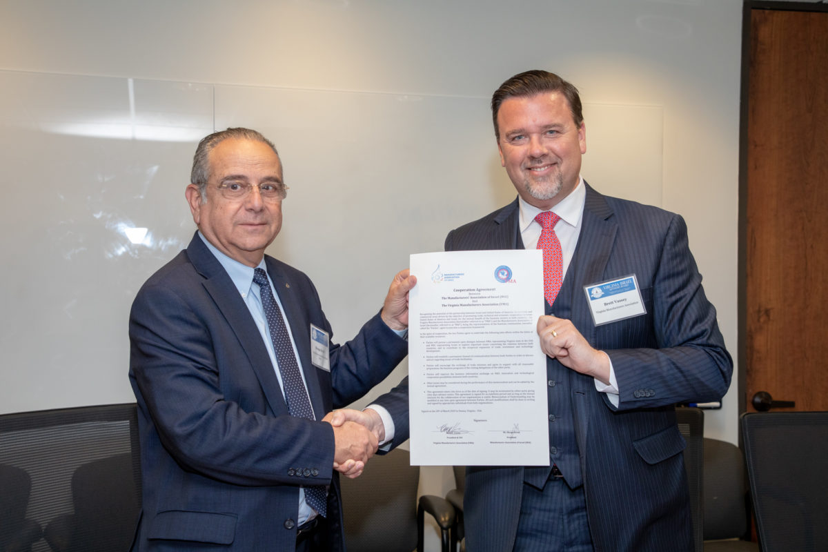 Shraga Brosh (Left) and Brett Vassey heads of respective Israel and Virginia Manufactures Associations signed an MOU at the VIAB Virginia-Israel teaming event in Fairfax County – Virginia through the VMA is the only U.S. State to have an agreement and ongoing cooperation with the Manufacturers Association of Israel.
